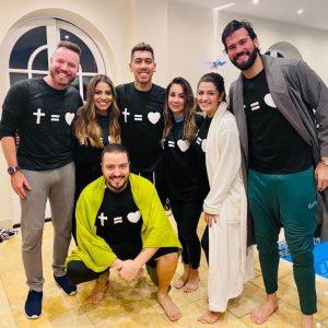 Jogador Roberto Firmino é batizado na Inglaterra