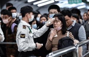 """Chineses clamam a Deus contra o coronavírus: """"Não há nada que possamos fazer"""""""